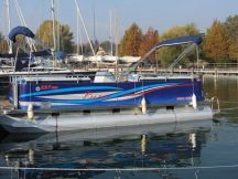 Ponton hajó CAT 625
